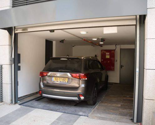 כניסה לחניה