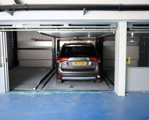מתקן חניה חצי אוטומטי
